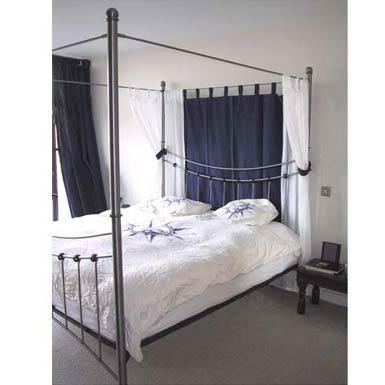 4 Post bed - black wrought iron